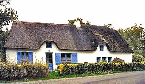Breton Thatched Cottage.  Copyright Cold Spring Press 1993-present.  All rights reserved.
