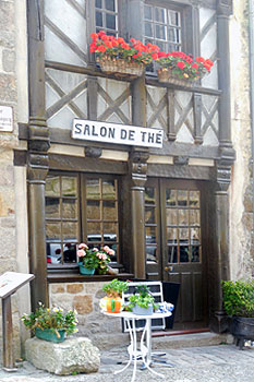 Salon de Thé.  Copyright Cold Spring Press.  All rights reserved.