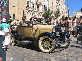 Narbonne Antique Car - Copyright Marlane O'Neill 2009.  All rights reserved.