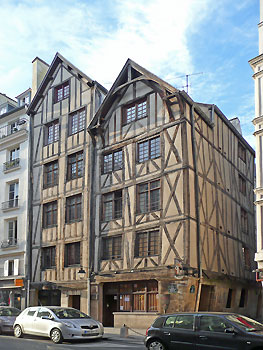 Dwelling on rue François Miron.  Photo credit: Wikimedia
